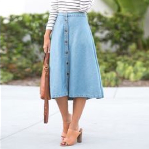 1b634a342e56 Madewell Dresses & Skirts - Madewell denim chambray midi skirt with buttons!